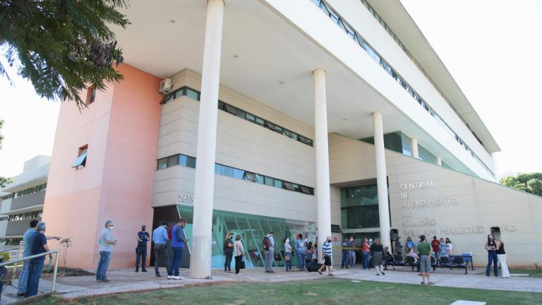 """A prefeitura realizou a entrega dos prêmios da """"Nota Premiada Campo Grande 2020""""  referentes ao primeiro sorteio, realizado em 04 de julho"""