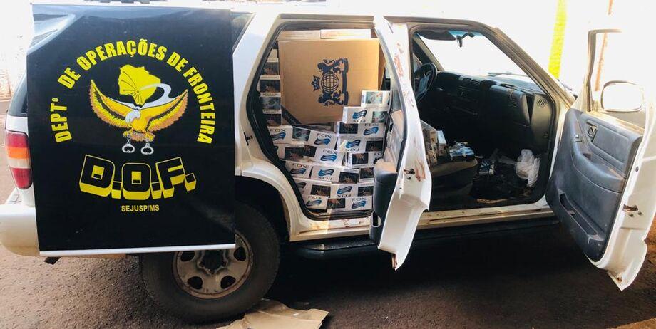 Policiais Militares do Departamento de Operações de Fronteira (DOF) apreenderam, na tarde desta quarta-feira, um veículo Chevrolet Blazer de cor branca carregado com 2.500 pacotes de cigarros contrabandeados do Paraguai.