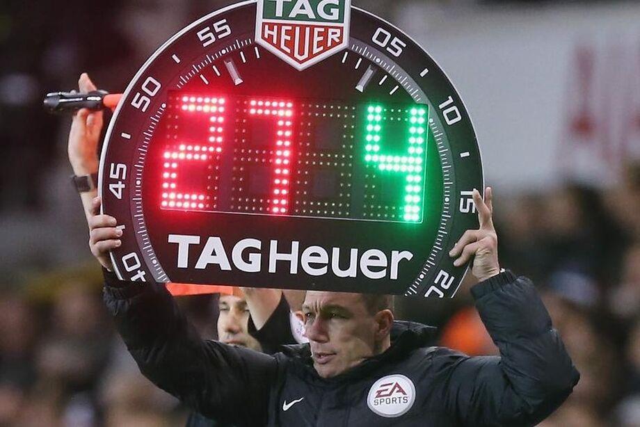 Times do Campeonato Inglês poderão fazer cinco substituições