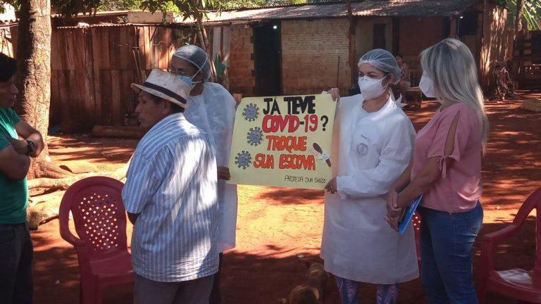 Moradores de comunidades índigenas localizadas na região da saída para Aquidauana, em Campo Grande, receberam nesta quinta-feira (06) orientações sobre saúde bucal e as medidas de prevenção e combate ao novo coronavírus (Covid-19)