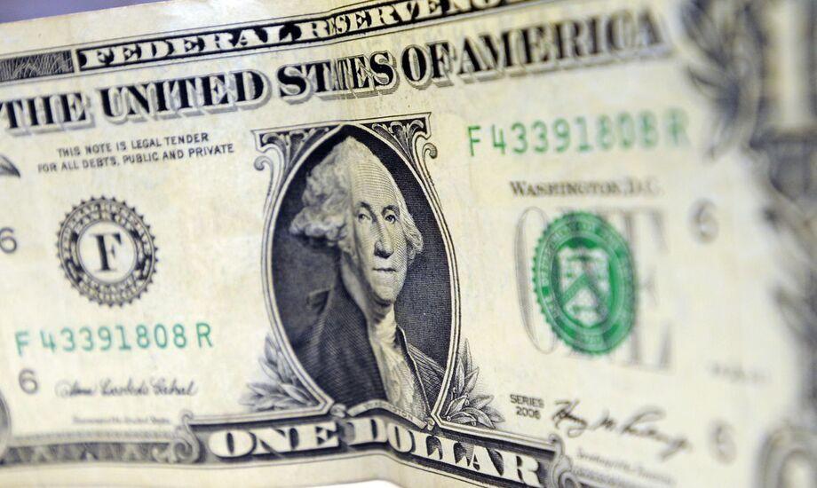 O dólar ganhou força nesta quinta, 6, ante moedas emergentes e o real só não foi novamente a divisa com pior desempenho porque a lira turca despencou para nível recorde de baixa
