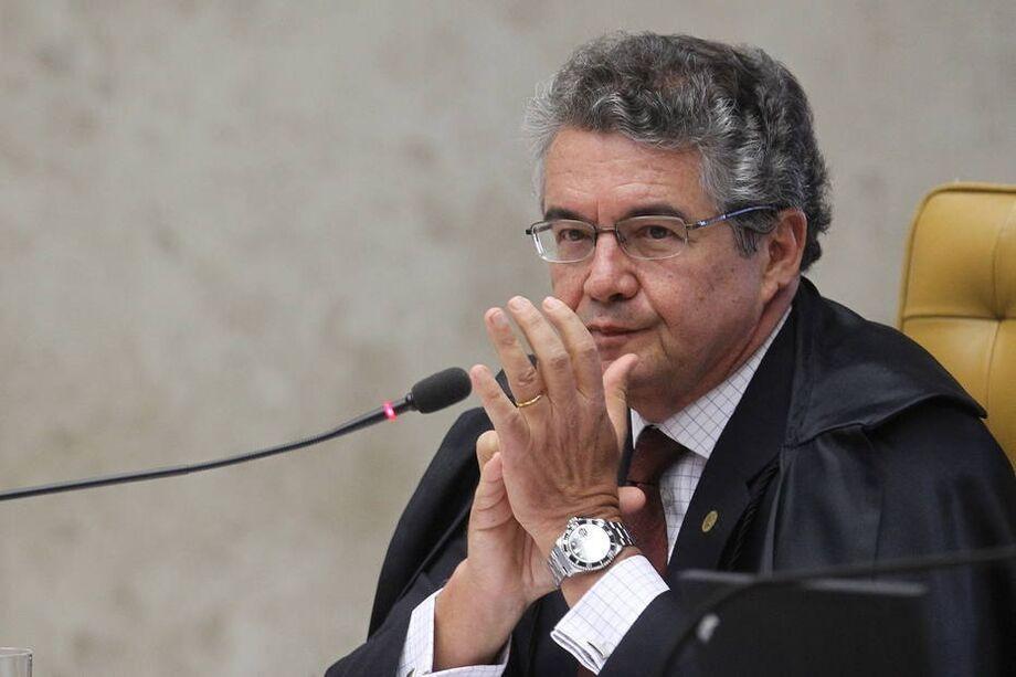 Marco Aurélio Mello defendeu a aplicação do teto de R$ 39,2 mil quando servidor acumular pensão com aposentadoria.