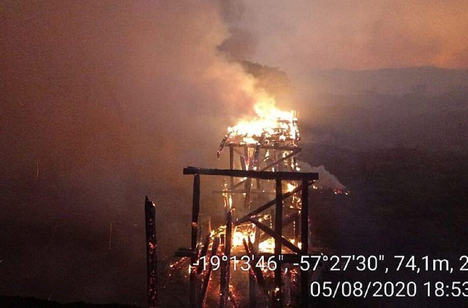 Consumida rapidamente pelas chamas, a ponte de 70 metros foi reformada recentemente pela Agesul