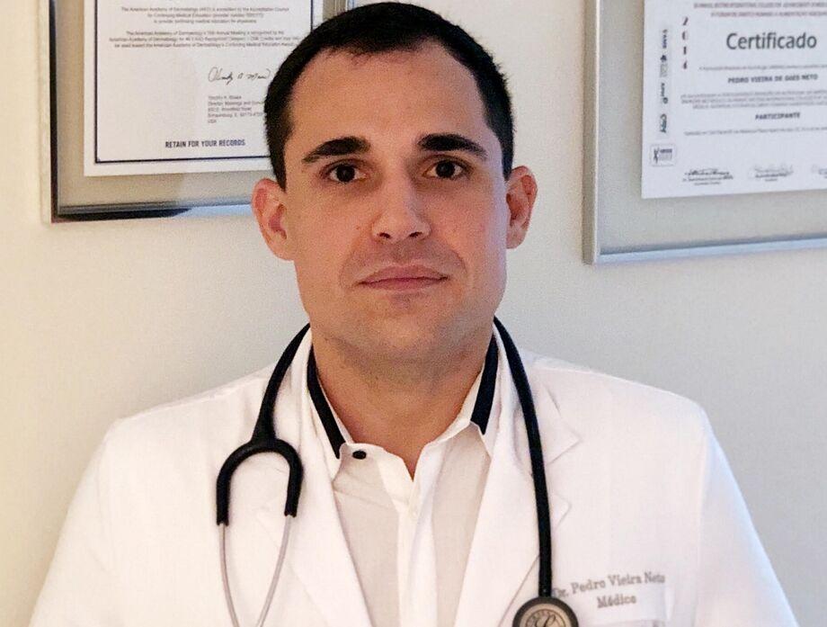 O consultório do médico Pedro Vieira Neto (CRM/MS 11121 – CRM/SP 149490) fica na Rua Alagoas, 396, sala 806, Jardim dos Estados, Campo Grande (MS), telefone (67) 3047-1880