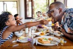 É possível unir a tradicionalidade e nutrição em casa, ao realizar uma comemoração com a família