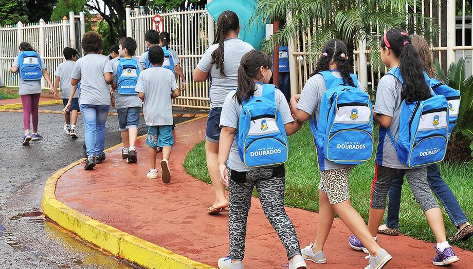 Com a suspensão das aulas na Rede Municipal de Ensino de Dourados, a Prefeitura da cidade, a 249 km de Campo Grande, paralisou a distribuição de alimentos para famílias de alunos necessitados
