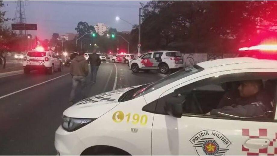 Pelas redes sociais, o governador de São Paulo, João Doria (PSDB), lamentou a morte dos policiais.