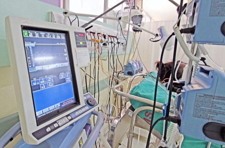 Paciente internado com uso de aparelhos
