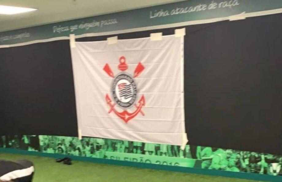 Corinthians improvisou para esconder imagens do Palmeiras