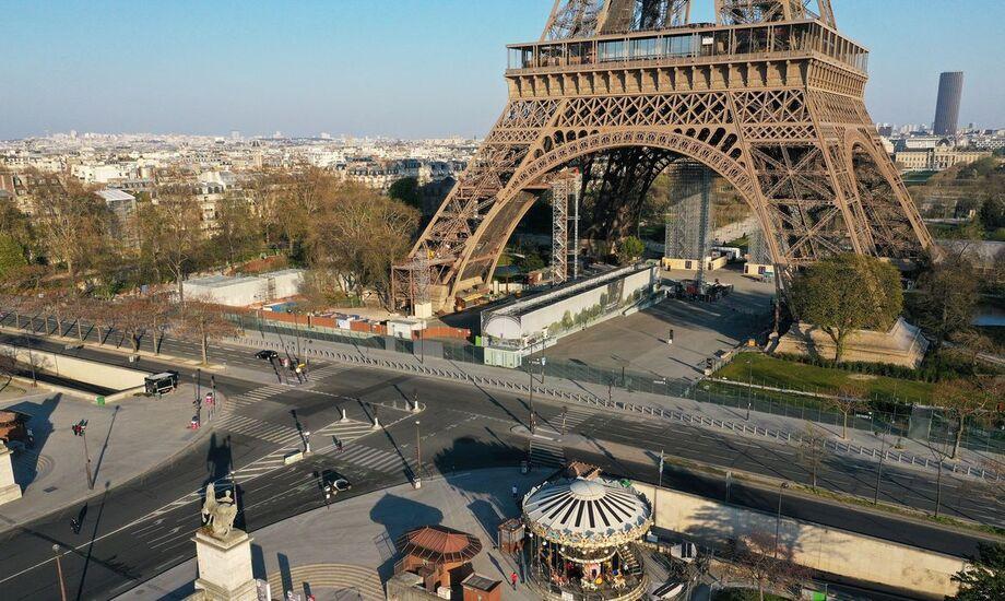 A França tornou obrigatório o uso de máscaras em espaços públicos fechados, como lojas e bancos, desde 21 de julho