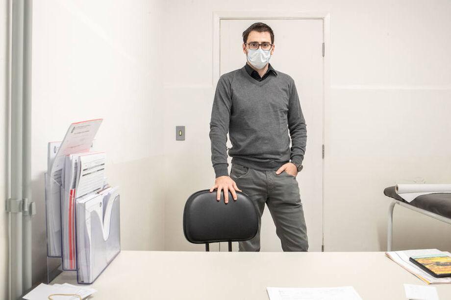 Com medo como muitos outros profissionais, pediatra de uma AMA paulistana convive com excesso de trabalho e medo de levar o vírus para casa
