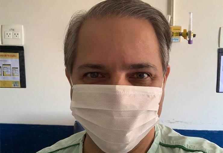 Coronel David postou foto hoje no hospital informando que recebeu alta: 'Graças a Deus'