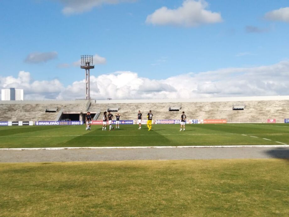 Treze aproveitou o adiamento e treinou no Estádio Amigão