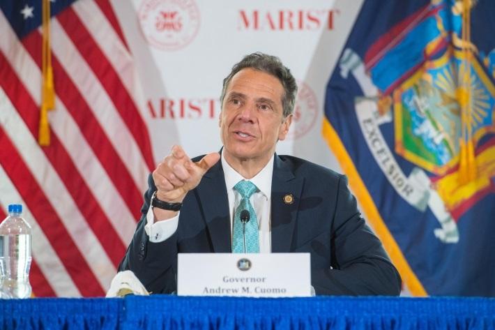 Em entrevista coletiva, o governador de Nova York, Andrew Cuomo, afirmou que o plano de Trump provavelmente custaria ao Estado de Nova York US$ 4 bilhões.