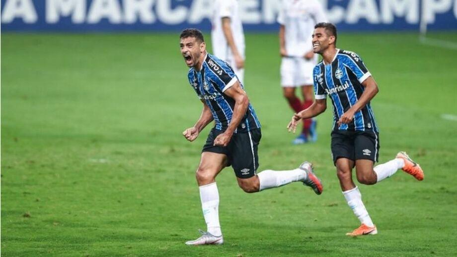 Diego Souza comemora gol da vitória do Grêmio contra o Fluminense