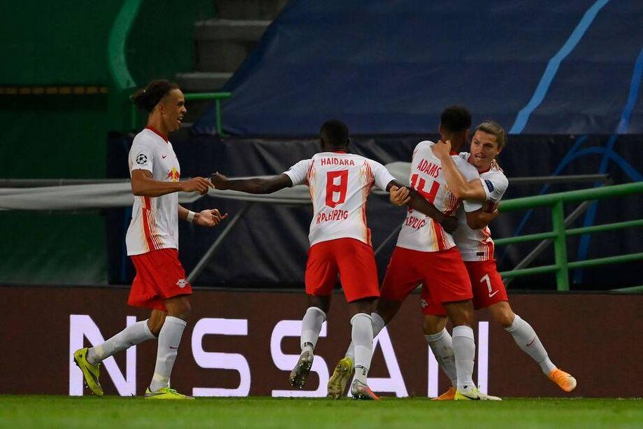 Jogadores do RB Leipzig celebram gol de Tyler Adams, que classifica a equipe às semis