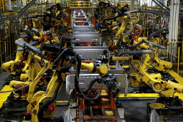 A produção industrial de junho foi revisada para cima, de alta de 5,4% para avanço de 5,7% na comparação mensal.