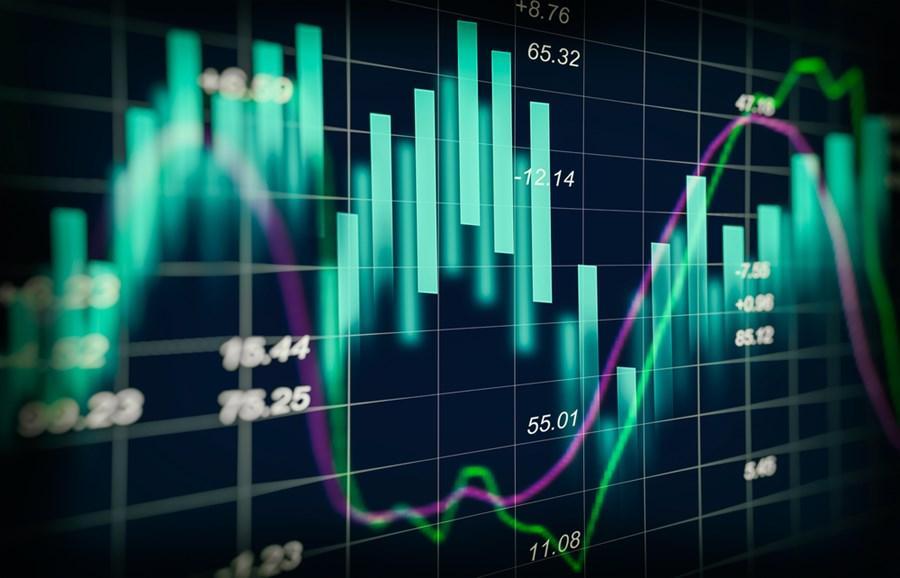 Além do temor de que isso volte a incomodar os mercados nesta sexta-feira, dados das economistas internacionais também colocam um pouco de cautela.