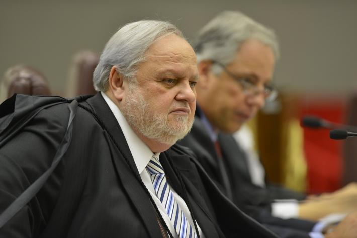 O ministro Félix Fischer