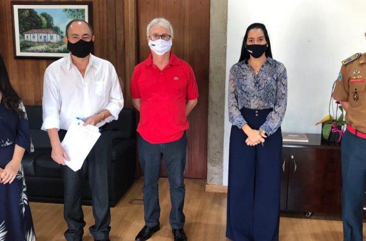 Nesta sexta-feira (14), o Governo do Estado, por intermédio da Secretaria de Estado de Administração e Desburocratização (SAD), firmou dois termos de cessão de uso de imóveis com a Superintendência do Patrimônio da União no Estado de Mato Grosso do Sul (S