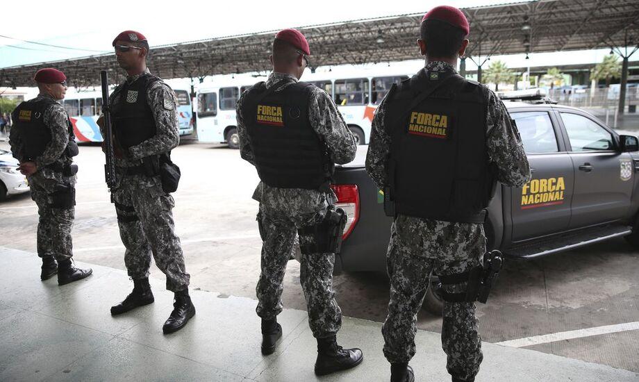 Agentes da Força Nacional de Segurança Pública chegaram ontem (14) a Nova Olinda do Norte (AM), a cerca de 130 quilômetros ao sul de Manaus