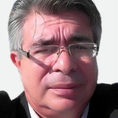 Roberto Chamorro é jornalista, especializado em Saúde Pública