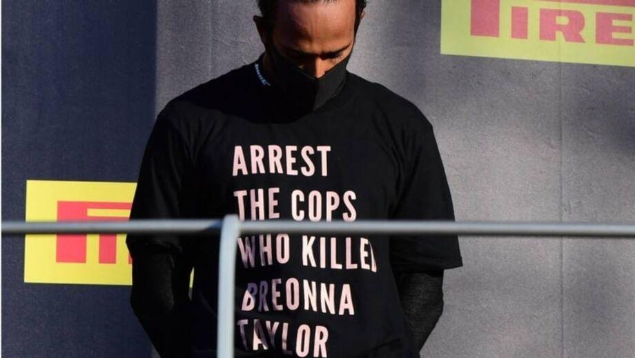 Hamilton usa camisa dizendo 'prendam os policiais que mataram Breonna Taylor'
