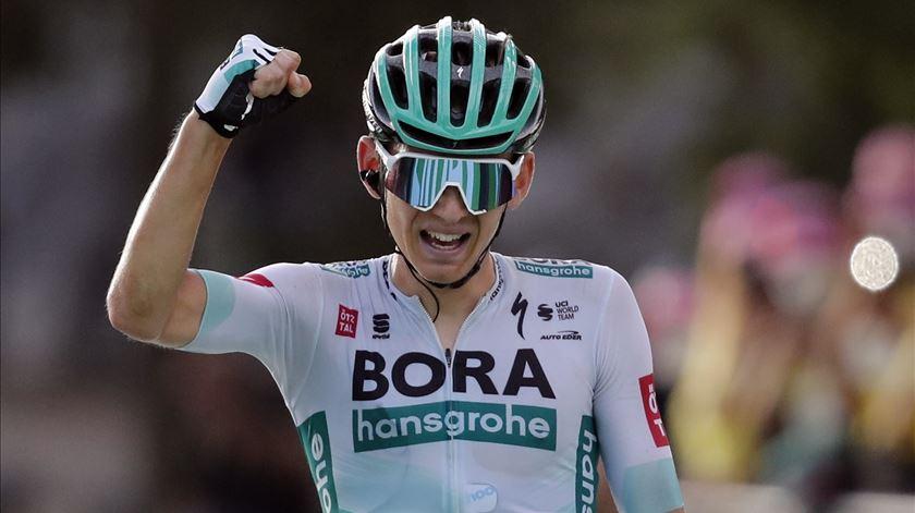 Alemão Lennard Kamna venceu a 16ª etapa da volta da França
