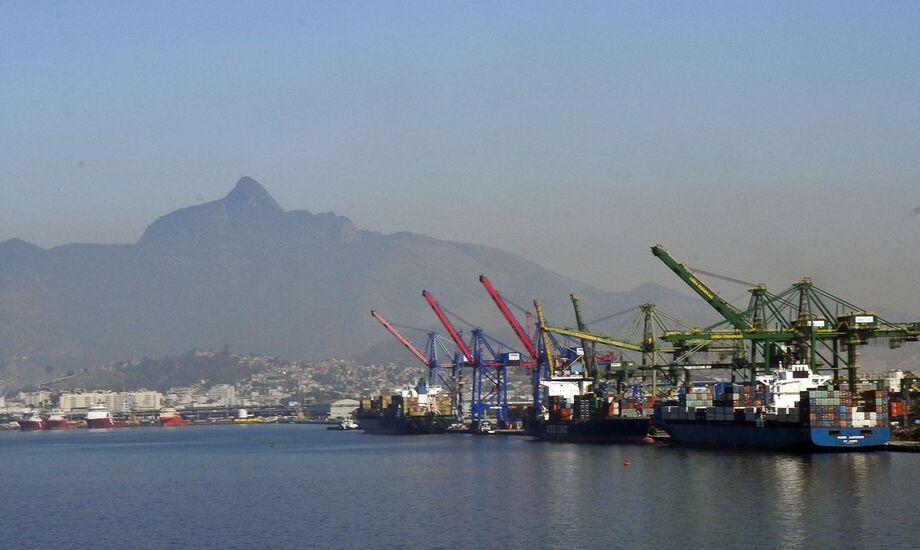 Marinha faz desinfecção de Porto de Itaguaí, no Rio