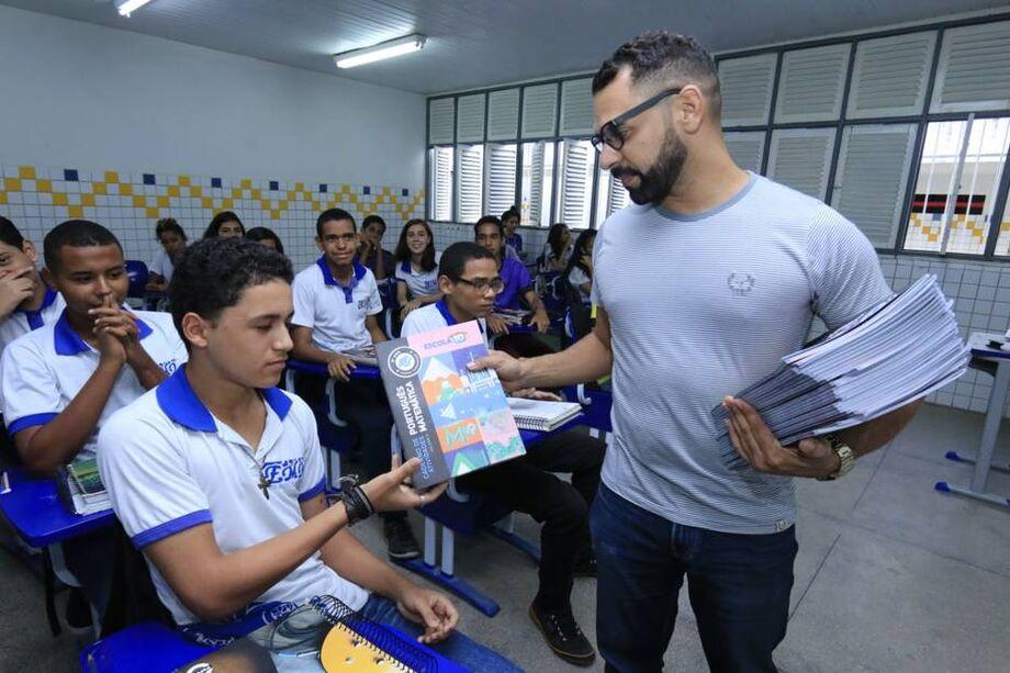 Implementado pelo governo alagoano, o Programa Escola 10 desenvolveu uma rotina de avaliações de alunos e formação de professores com base nos resultados