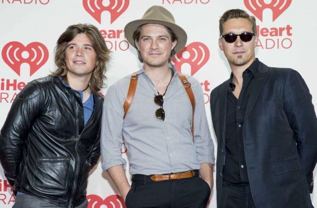 Taylor Hanson (centro), da banda Hanson, anunciou que será pai pela sétima vez