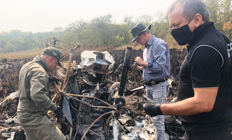 O fogo foi controlado por ação do Corpo de Bombeiros que prossegue à procura de eventuais vítimas e sobreviventes