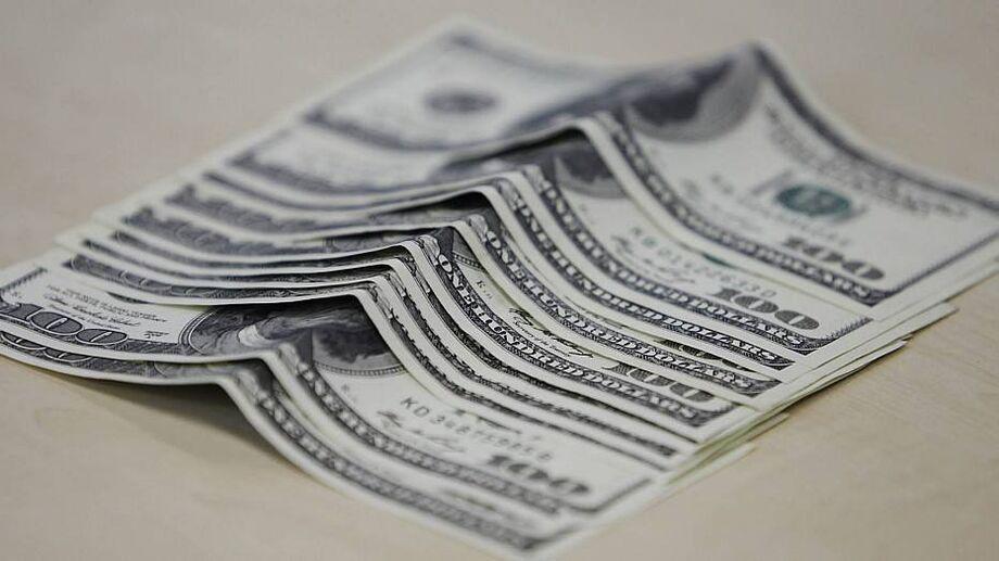 No fechamento dos negócios, o dólar à vista encerrou em baixa de 0,96%, cotado em R$ 5,2384