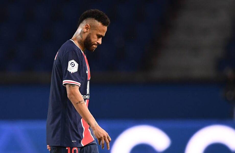 Neymar, que cumpriu suspensão pela expulsão sofrida diante do Olympique de Marselha