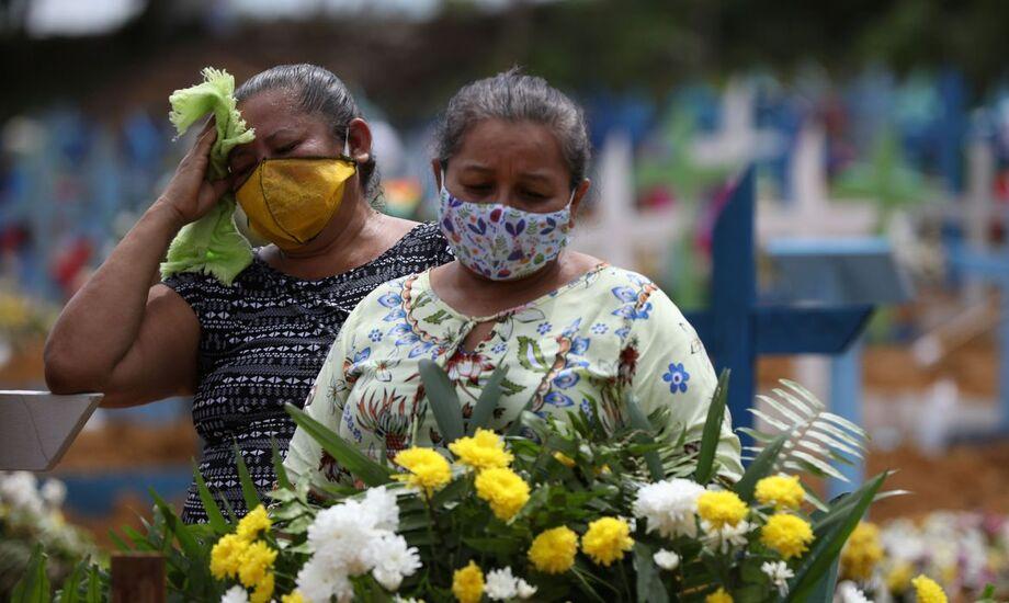 O Brasil registrou 829 novas mortes por covid-19 nas últimas 24 horas