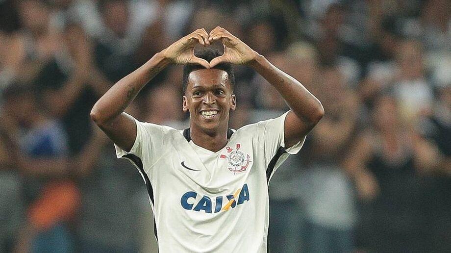 Jô levou a pena de dois jogos de suspensão por ter praticado ato hostil contra o zagueiro Diego Costa