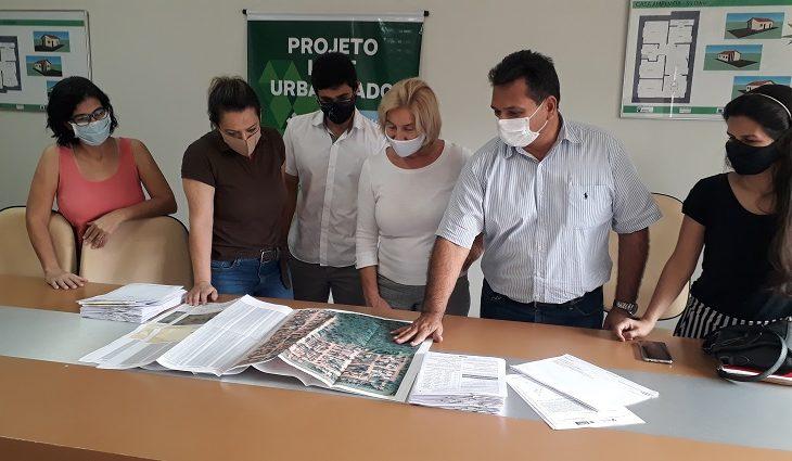 Após 20 anos vivendo na irregularidade, 215 famílias de Bodoquena receberão o título de propriedade de seus imóveis por meio do Programa de Regularização Fundiária