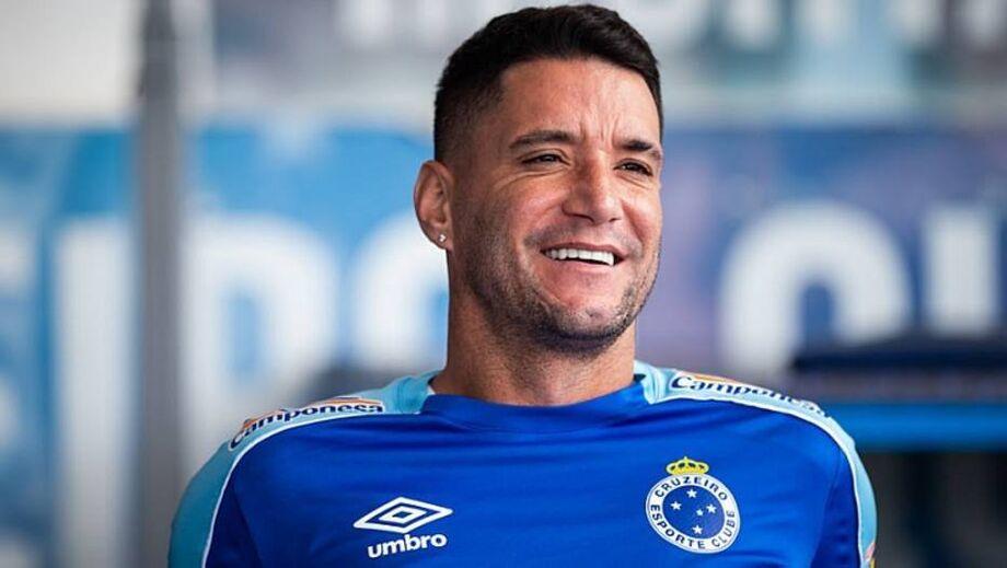 Neste mês, Thiago Neves teve o contrato rescindido pelo Grêmio