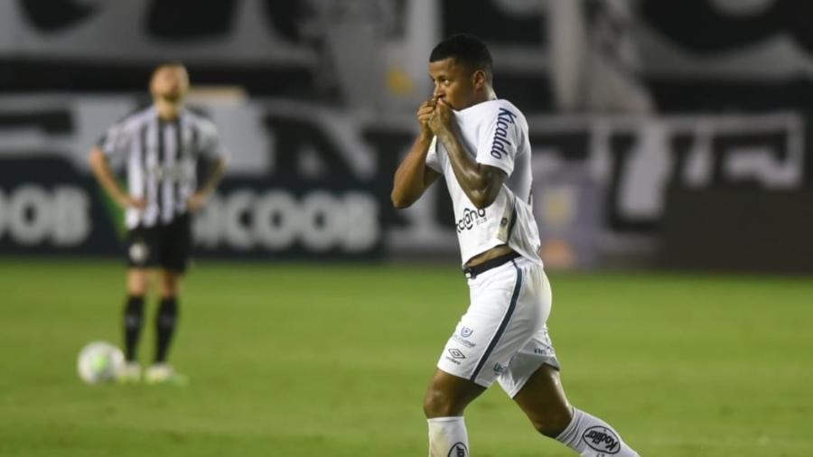 No mês que vem, Soteldo deverá voltar a desfalcar o Santos