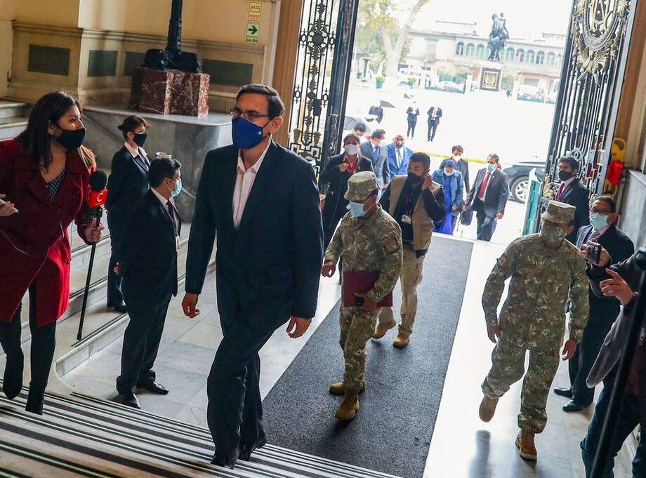 Vizcarra seguirá a frente do governo até 28 de julho de 2021