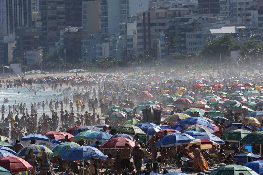 No fim do mês passado, cariocas foram em peso à Praia de Ipanema
