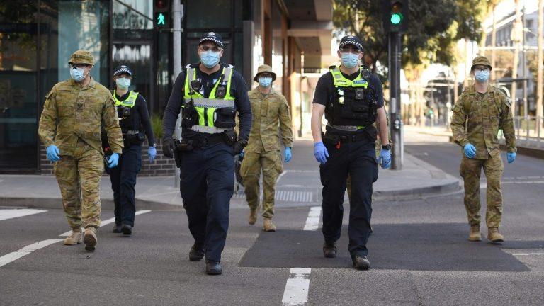 Caso a média de novos casos em 14 dias se mantenha abaixo de 50, as restrições de bloqueio em Melbourne devem ser atenuadas