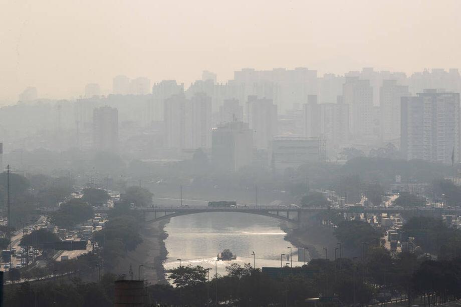 Vista da Marginal Tietê, em São Paulo, com alto índice de poluição do ar