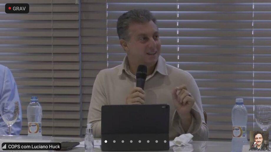 Huck participa de reunião da Associação Comercial de São Paulo