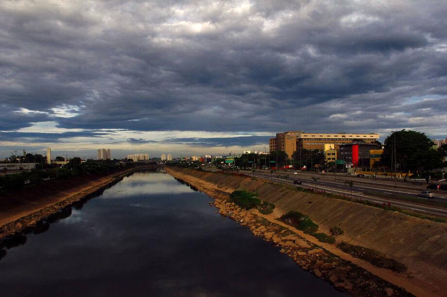 Pandemia reduz poluição e Rio Tietê tem melhora histórica