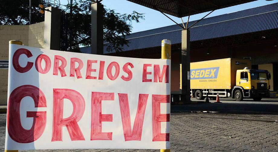 egundo sistema de monitoramento da empresa, 92,7% dos empregados dos Correios estão trabalhando normalmente em todo o Brasil