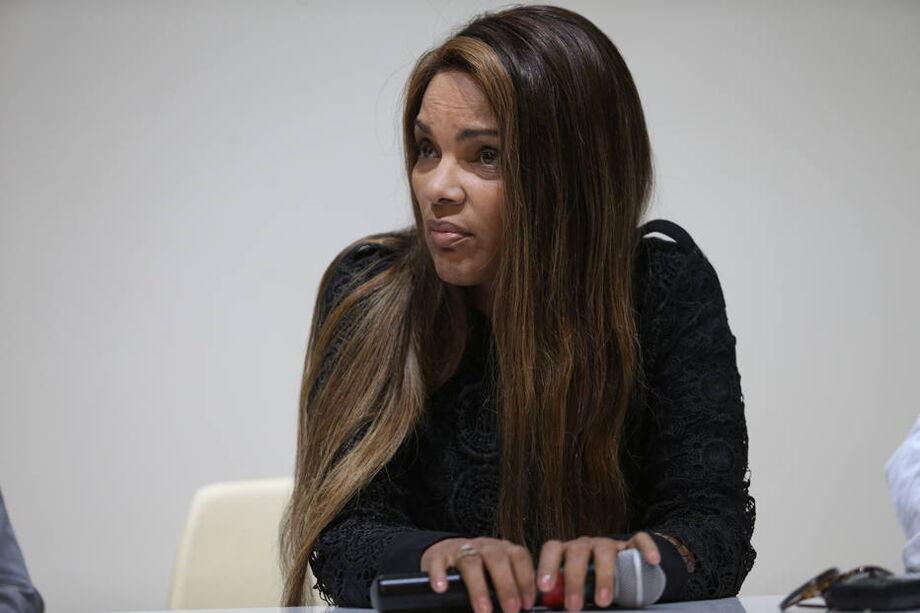 A deputada, que alega inocência, foi denunciada pelo Ministério Público do Rio de Janeiro por homicídio triplamente qualificado