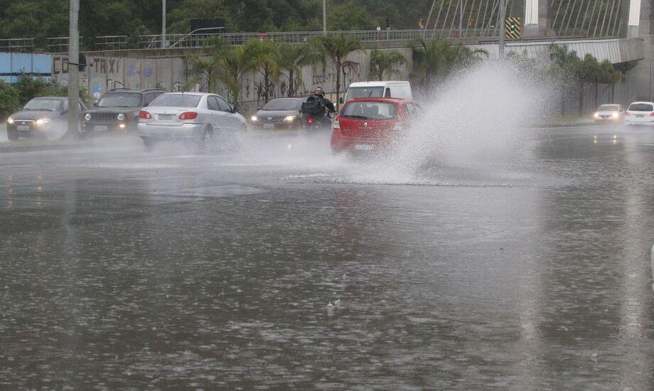 Segundo o radar meteorológico do Centro de Operações da Prefeitura (COR), agora pela manhã não há previsão de chuva forte