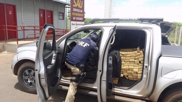 PRF apreende quase uma tonelada de maconha em caminhonete roubada