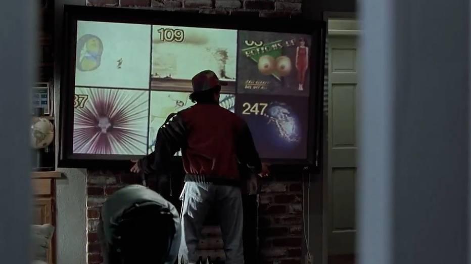 As TVs de tela plana já são uma realidade para muitas pessoas há algum tempo - no filme, elas também eram comuns.